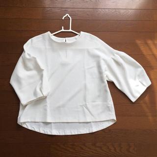 ジーユー(GU)のボックススリーブ ボリューム袖 パフスリーブ(シャツ/ブラウス(長袖/七分))