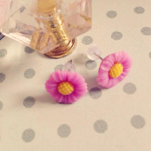 お花ぴあす゚*パープル レディースのアクセサリー(ピアス)の商品写真