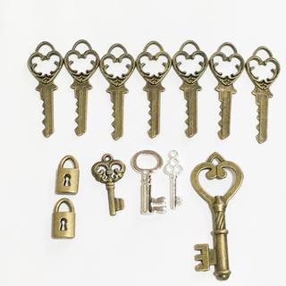 鍵のチャーム12個、月のチャーム6個合計18個セット(各種パーツ)