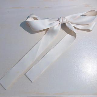 ダズリン(dazzlin)のクリームホワイト リボンバレッタ 清楚系 アップスタイル(バレッタ/ヘアクリップ)