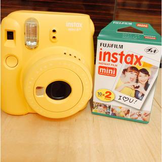 フジフイルム(富士フイルム)のチェキ instax mini 8+ ハニー  本体 フィルム 20枚(フィルムカメラ)