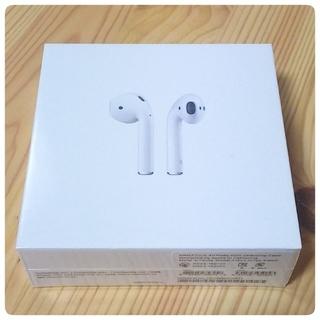 アップル(Apple)のMMEF2J/A AirPods with Charging Case(ヘッドフォン/イヤフォン)