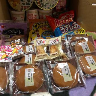 お菓子&カップ麺2種&あげいも&どら焼/お菓子詰め合わせ24個