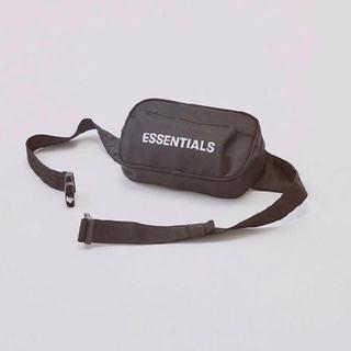 フィアオブゴッド(FEAR OF GOD)のFear Of God Essentials Crossbody Bag (ボディーバッグ)
