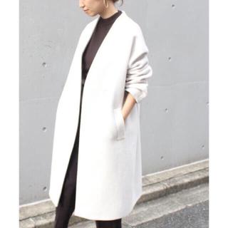 フレームワーク(FRAMeWORK)の金子綾さん コラボ vカラーコート アイボリーベージュ(ロングコート)