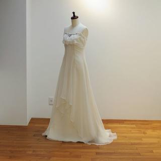 ジョーゼット素材のスレンダー ウエディングドレス オフホワイト【X0112】