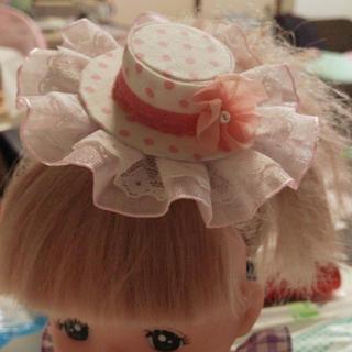 白にピンクドットゴージャスレース花が可愛い後ろが選べるミニハットプレゼントに(ヘアアクセサリー)