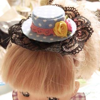 水色に白ドット薔薇レースが可愛い後ろが選べるミニハットブライスお祝いに(ヘアピン)