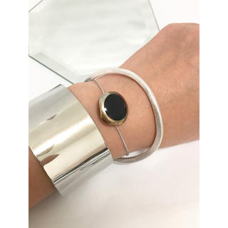 アッシュペーフランス(H.P.FRANCE)のヴィンテージボタン ブラック ブレスレット ゴム仕様(ブレスレット/バングル)