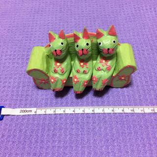 バリ島土産の黄緑色の猫が3匹座っている置物(置物)