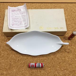 オオクラトウエン(大倉陶園)のP336 大倉陶園 白磁 葉皿 金色マーク 未使用(食器)