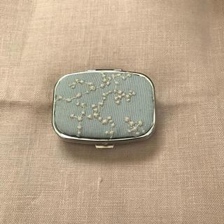 ミナペルホネン(mina perhonen)のピルケース*ミナペルホネン[senkohanabi](小物入れ)