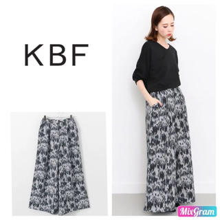 KBF - 新品 KBF プリントワイドパンツ