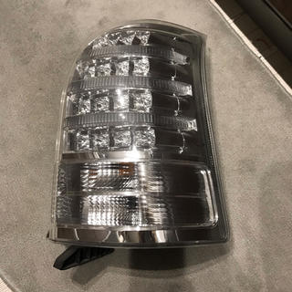 トヨタ(トヨタ)のZNE10G クリアテール 運転席側のみ(車種別パーツ)