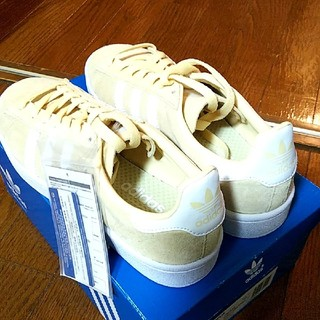 アディダス(adidas)のadidas キャンパス スニーカー クリーム色 ベージュ ランニングホワイト(スニーカー)
