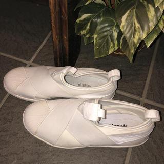 アディダス(adidas)のadidasスリッポン24.0ホワイト(スリッポン/モカシン)