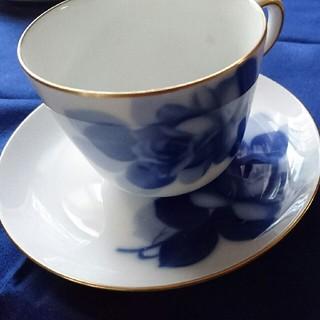 オオクラトウエン(大倉陶園)の大倉陶器ブルーローズカップ&ソーサー(食器)