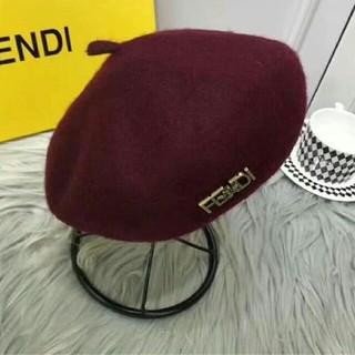 フェンディ(FENDI)のFENDI ベレー帽 赤 冬物 美品 人気(ハンチング/ベレー帽)