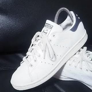 アディダス(adidas)の 名作王道!アディダススタンスミスレザースニーカー奇跡の復刻!白紺   (スニーカー)