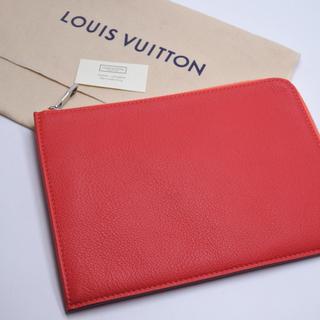 ルイヴィトン(LOUIS VUITTON)のルイヴィトン トリヨンレザー クラッチバッグ M58842 ピンク 新品同様 (クラッチバッグ)