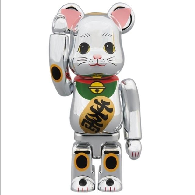 MEDICOM TOY(メディコムトイ)のベアブリック BE@RBRICK 招き猫 銀メッキ 参 100% スカイツリー エンタメ/ホビーのおもちゃ/ぬいぐるみ(キャラクターグッズ)の商品写真
