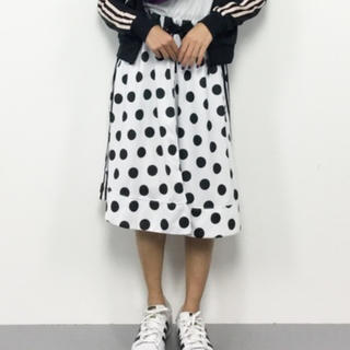 アディダス(adidas)のアディダス adidas ドットスカート 新品タグ付き (ひざ丈スカート)