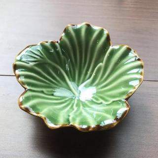 ジェンガラ(Jenggala)のジェンガラ花びら皿(食器)