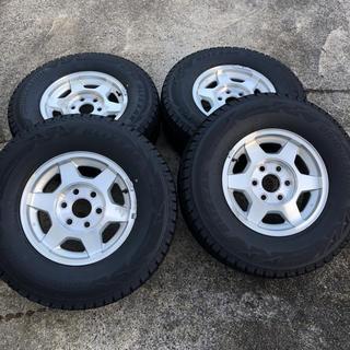 ジーエムシー(GMC)のユーコン純正ホイールとブリジストンブリザックのスタッドレス(タイヤ・ホイールセット)