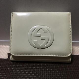 sale retailer 01240 ed2ca GUCCIのエナメル 二つ折り財布 白