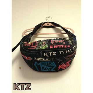 ココントーザイ(Kokon to zai (KTZ))のKTZ ボディバッグ メタルパッチ ロゴ ショルダー(ボディーバッグ)