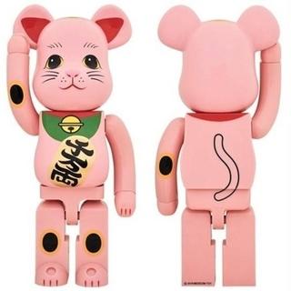 【送料込】赤蓄光 1000% ベアブリック ソラマチ 招き猫 新品