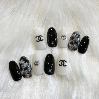 ネイルチップ 白黒マーブル ブランドロゴ