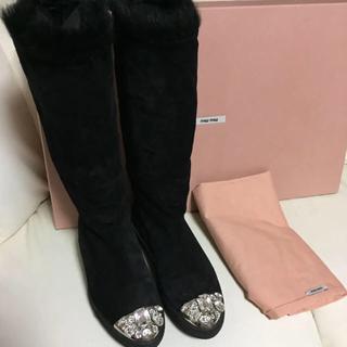 ミュウミュウ(miumiu)のミュウミュウ 2ウェイ ムートン ビジューブーツ 37.5 正規品美品(ブーツ)