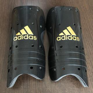 アディダス(adidas)のadidas すね当て止め(サッカー)