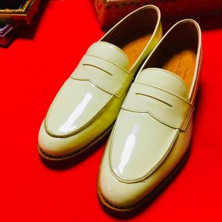 ジャラン スリウァヤ パテント レザー 新品 未使用品 イエロー系(ローファー/革靴)