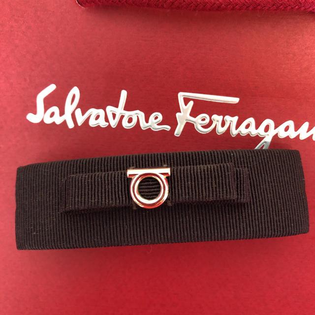 Salvatore Ferragamo(サルヴァトーレフェラガモ)のフェラガモ  バレッタ ガンチーニ ブラウン (ショッパー付き) レディースのヘアアクセサリー(バレッタ/ヘアクリップ)の商品写真