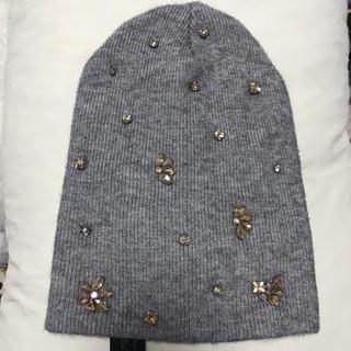 ザラ(ZARA)のZARA ニット  ビジュー付きニット帽  ビジュー付き ニット帽 グレーニット(ニット帽/ビーニー)