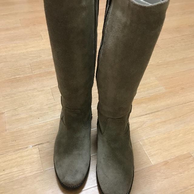 G.T. HAWKINS(ジーティーホーキンス)のホーキンス ロングブーツ 24.0 スエード ベージュ レディースの靴/シューズ(ブーツ)の商品写真