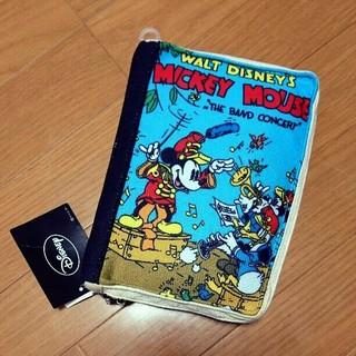 ディズニー(Disney)の新品タグ付き ミッキー ブック型ポーチ 母子手帳ケース おむつポーチ (母子手帳ケース)