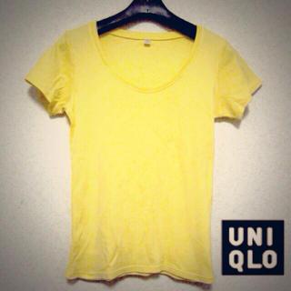 ユニクロ(UNIQLO)のUNIQLO*イエローTシャツ(Tシャツ(半袖/袖なし))