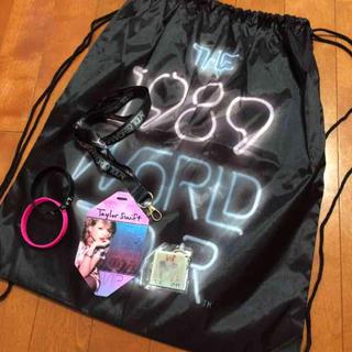 テイラーデザイン(Taylor Design)のTaylor Swift THE 1989 WORLDTOUR SS席特典グッズ(ミュージシャン)