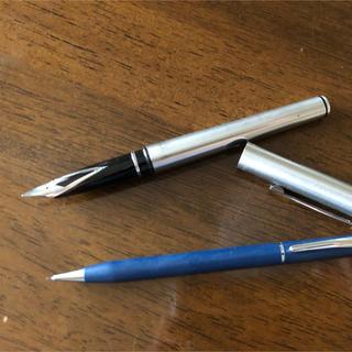 シェーファー(SHEAFFER)のSHEAFFER万年筆とCROSSシャープペンシル(ペン/マーカー)