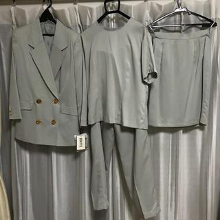 新品未使用!タグ付き肩パットと金ボタン付きスーツ4点セット 7号(スーツ)