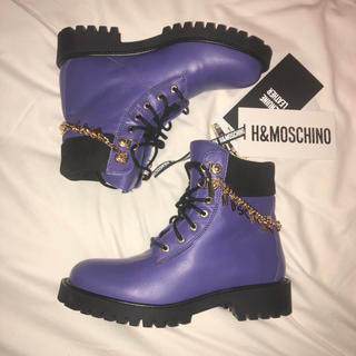 モスキーノ(MOSCHINO)のモスキーノ ブーツ 紫 パープル h&m moschino MOSCIHNO(ブーツ)
