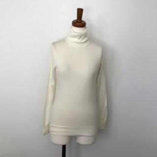 ムジルシリョウヒン(MUJI (無印良品))の新品未使用♡無印♡ホワイトタートルネック(ニット/セーター)