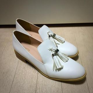 ランダ(RANDA)の【新品】RANDAの白タッセルローファー(ローファー/革靴)