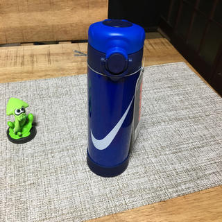 ナイキ(NIKE)のナイキ ハイドレーションマグ ‼️ ナイキの水筒 黒もあるからコメント下さい。(弁当用品)
