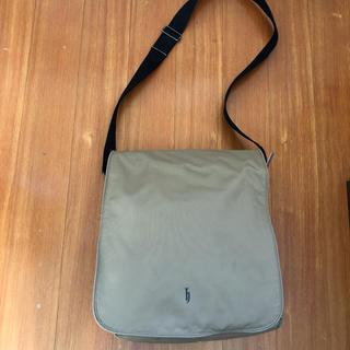 ディージェイホンダ(dj honda)の海外旅行に 軽量 ポケット多数付き ショルダーバッグ(旅行用品)