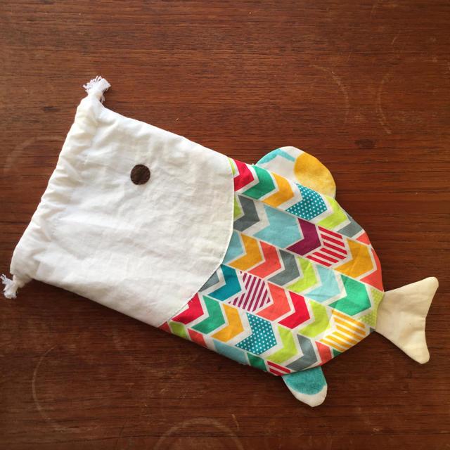 おさかな 巾着 マルチカラー ハンドメイドのキッズ/ベビー(バッグ/レッスンバッグ)の商品写真