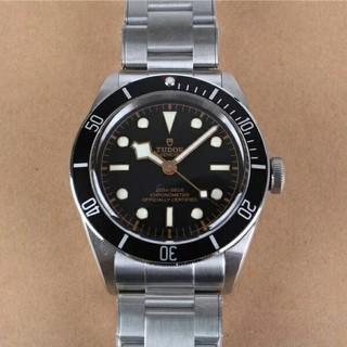 チュードル(Tudor)の盾マーク自動巻きデイト・ペラゴス (イカ針・黒) エスケープバルブ付(腕時計)